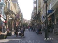 На улицах Ираклиона: улица 28-го августа (снимок сделан 28-го сентября, а в Агиосе Николаосе потом встретили ул. 28-го октября...- магия числа 28)
