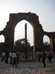 Знаменитая железная колонна. Большую загадку представляет собой расположенная здесь же железная колонна высотой в семь метров и весом около шести тонн ...