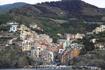Проплываем мимо Риомаджоре.. вот такие они эти деревушки, по улочкам даже идти неловко - кажется что ты прошел по чье-то кухне:)