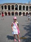 Арена в Вероне, сейчас летом на ней исполняют оперы, но мы не попали, т.к. из Лидо долго ехать, заканчивается поздно, реально обратно возвращаются около ...