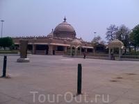Дели. Храмовый комплекс Чаттарпур Мандир.