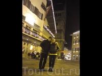 Вечерний променад по милому городу в Зальцбургланде     Странно ,  совсем  мало людей в канун старого НГ