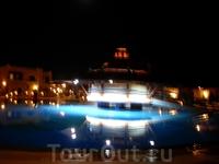 один из бассейнов, вечером