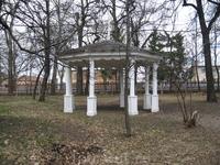 Беседка в верхне части парка.