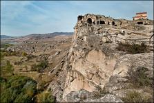Уплисцихе – это не просто пещеры. Это целая эпоха. Это дом для миллионов человек, которые здесь жили, спали, обедали и ужинали, рожали детей и умирали, и уходили воевать.