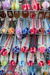 Сувенирные лавки, национальные башмаки с пумпонами