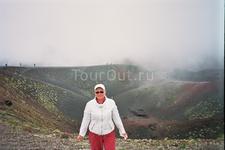 У потухшего кратера вулкана