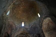 Джвари: монастырь Креста  Еще в 545 году здесь был построен маленький храм, но от него остались только руины. Нынешняя церковь воздвигнута через полвека ...