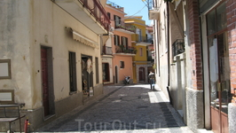 Городок Castelmolo над Таорминой.