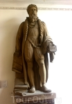 Войдя в музей, мы увидели скульптуру Гутенберга