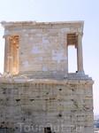 Храм Ники Аптерос, стоящий рядом с Пропилеями, сооружен в честь победоносного окончания войны с персами. Строительство его завершилось в 427—424 гг. до н. э. Здесь находилась статуя Афины-Ники. Афина