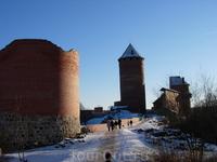 главная достопримечательность Сигулды - величественный средневековый замок Тураида