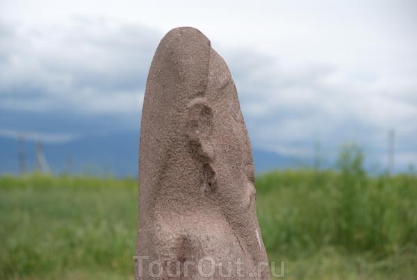 Каменные изваяния - балбалы. Археолого-архитектурный комплекс башня Бурана  Каменные изваяния (балбалы)составляют значительную коллекцию материалов музея, насчитывающую 80 скульптур. Они собраны с разрушенных древнетюркских могильников, главным образом ...