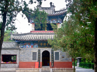 Баймасы. Два монаха на белой лошади доставили в Лоян священные писания Будды. С тех пор храм стал местом хранения священных книг.
