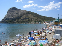Пляжи узкие. Народу многовато. Новода исключительно чиста и приятна в сравнении с водой в бухтах у Судака или Гурзуфа.