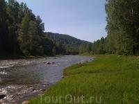Горные реки. В них плавает хариуз и таймень.