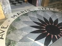 Монастырь кармелитов Стелла Марис в Хайфе расположен на склоне горы Кармель. Ядро монастыря образовалось в XI веке. В 12 в., в период владычества в регионе крестоносцев, группы религиозных отшельников