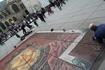 Вот так рождается искусство - художник на площади у Центра Помпиду.