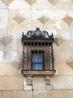 В 1569 пятый герцог Infantado задумал серию реформ здания под управлением архитектора Acacio de Orejón, чтоб сделать дворец похожим на дворец короля Felipe ...