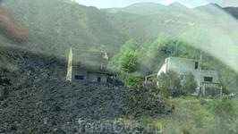 Извержение 1986 го года Одному домику не повезло...