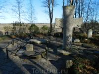 Труворов крест. По преданию захоронение одного из трех викингов, пришедших править Русью