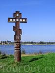 У стен крепости стоит вот этот крест, кто напомнит кому он посвящается?