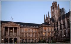 монашеские кельи - с фасада и шпили аббатства