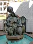 Еще памятник уличным артистам.
