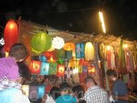 Фонарики на найт маркете в Арпоре, что на севере по субботам