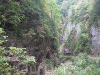 Гуамское ущелье, как видите путь кажется бесконечным, такое чувство что гора как бы раскрывает перед нами свои красоты и пускает внутрь.