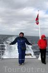 Фото на палубе во время возвращения в Анденес. Ветрюга страшный, но костюм, а главное капюшон очень спасали во время плавания...