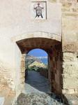 Крепость простирается по склонам в трех уровнях; строили их поэтапно, в разные времена.