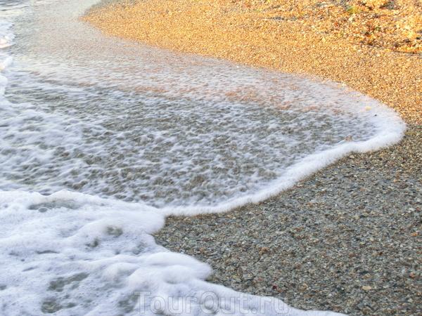 Вот и все, путешествие окончено. Набежавшая волна смоет наши следы на берегу Эгейского моря и нам останется только вспоминать теплые дни и мечтать о новых встречах с удивительной Грецией.