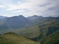 постояли, полюбовались и сейчас будет  приближаться к подножью Эльбруса, на плато Эммануэль