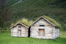 Поросшие травой крыши домов - визитная карточка Норвегии.