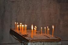 Армения.Монастырь Гандзасар Собор представляет из себя большую крестовокупольную церковь. Кроме церковных построек, монастырь включает здание семинарии ...
