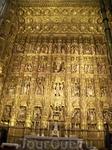 Главный алтар собора, 3 тонны индейского золота ушло