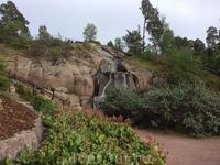 Этот водопад - искусственный.