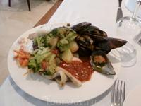 Еда вкусная и разнообразная - постоянно объедались - невозможно удержаться!