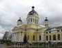 Главный собор Рыбинска. В момент нашего прибытия в него стояла огромная очередь - из желающих поклониться мощам св. Матронушки Московской