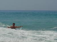 Здесь из пены морской выходила на берег Афродита