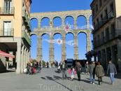 Plaza Azoguejo и акведук - чудо инженерной мысли древних римлян.