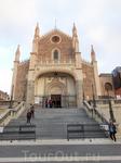 Монастырь Сан-Херонимо эль Реал, известный как Лос Херонимос, был одним из наиболее важных монастырей Мадрида. Его управление первоначально осуществлялось ...