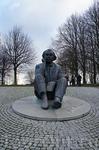 статуя известного эстонского композитора и хорового дирижёра Густава Эрнесакса на Певческом поле