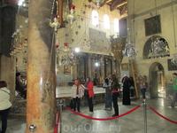 Вифлеем, Храм Рождества Христова, 4 в. н.э. Потрясает древностью и намоленностью. Разноязыкая толпа немолчно гудит под его сводами.