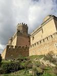 Главная башня замка - донжон, по-испански красиво называется La Torre del Homenaje (Башня Чествования). На самом деле в замках это всегда наиболее мощно укрепленная башня, в которой был запас воды, пр
