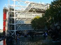 Здание Бобура-Центр Жоржа Помпиду- более высокое и длинное,чем здание Парфенона в Афинском Акрополе:его высота-42 м,длина-166м.На него пошло 15000т стали ...