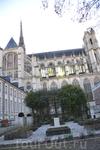 АМЬЕНв столице Пикардии находится самый большой и один из самых красивых во Франции готических соборов. К сожалению, это чуть ли не единственная достопримечательность – город серьезно пострадал во вре