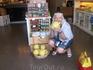 А ВООООТ ТАКИЕ там лимонища!!!!! И это почти что их обычный размер. Я как-то видела в супермаркетах такие лимоны- думала напичканы или гибрид, а нет- просто ...