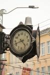 Просто старинные часы на одной из улиц Смоленска